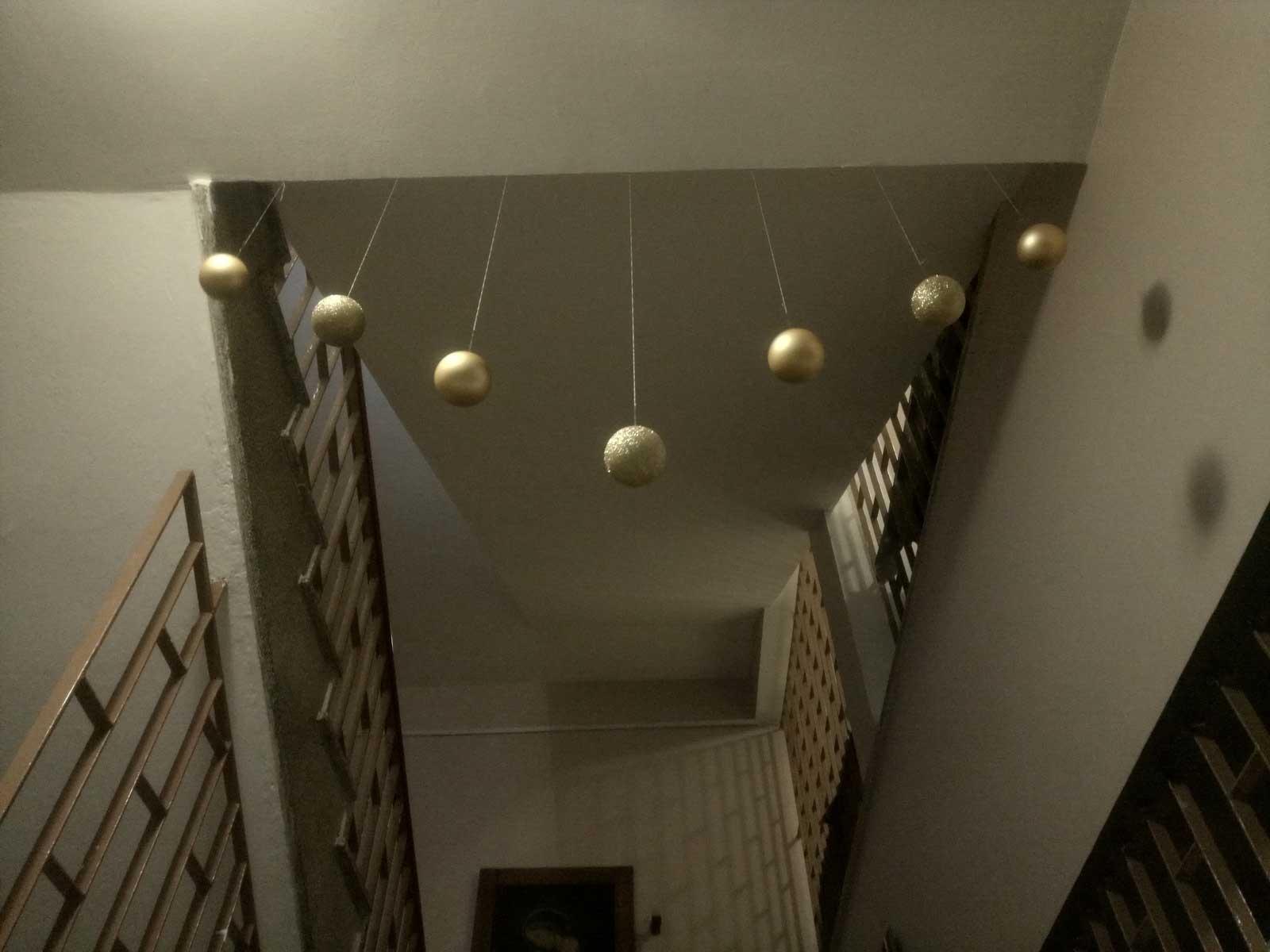 Rezidencija Kastelan, Ukrašavanje doma